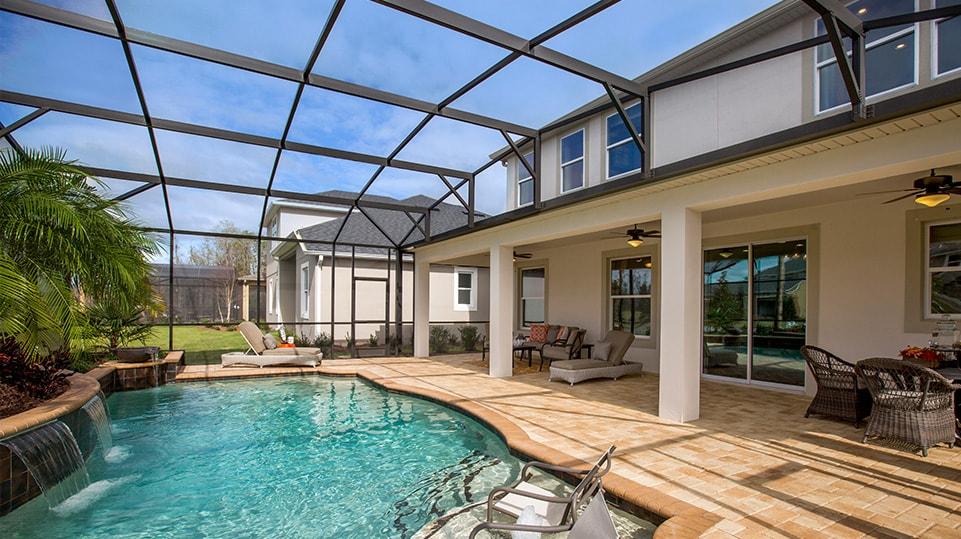 Casas com áreas de piscina, churrasqueira e varandas geralmente agradam muito e são as mais buscadas para férias.